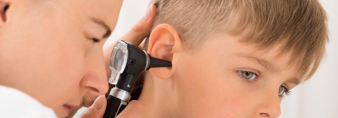 Infeksionet e veshit të mesëm shkak për uljen e dëgjimit tek fëmijët